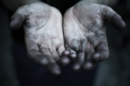 Hands that work in the Earth