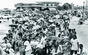 The evacuation of the cities, April 1975. Reproduced by kind permission of the Documentation Centre of Cambodia